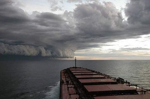 В Атлантике сформировался первый в сезоне тропический шторм