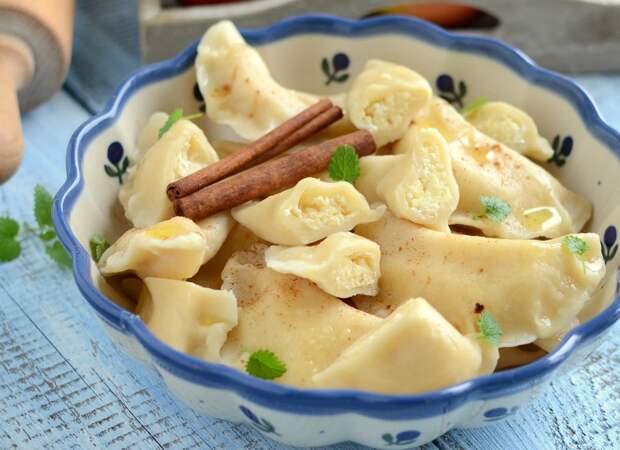 Рецепты по четвергам. Клёцки, ньокки, галушки, вареники. Вареники с творогом (вып. 3)