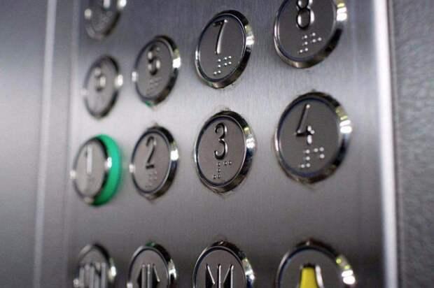 «Взбунтовавшийся» грузовой лифт на Рождественской починили