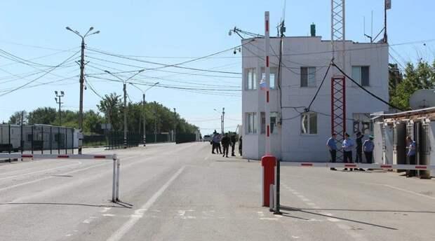 Украинка пыталась по поддельным документам вывезти из Крыма свою несовершеннолетнюю дочь