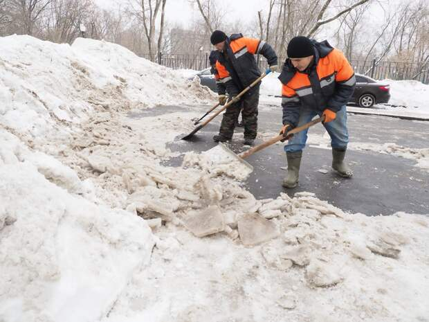 Лестницу и остановку на Алтуфьевском шоссе очистили от снега