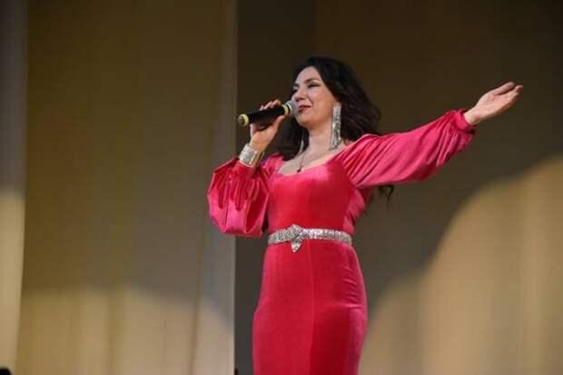 Российская эстрадная певица Рада Рай дала благотворительный концерт в Магадане