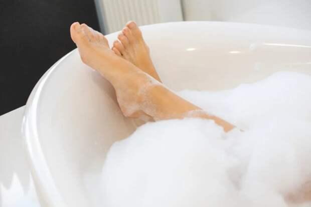 Пена для ванны обладает не только эстетической функцией. /Фото:assets.wemystic.com