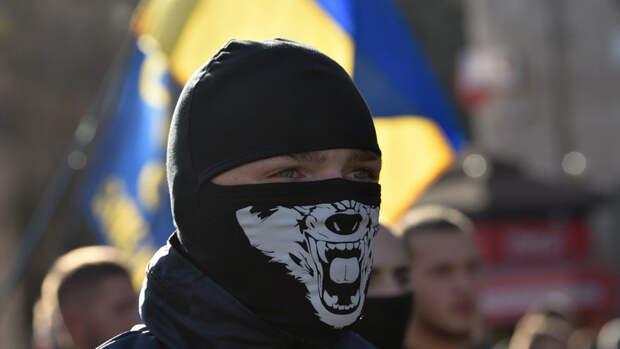 Украинский подросток поприветствовал ветерана нацистским жестом