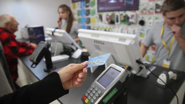 В России за год пандемии стало меньше сторонников наличных денег