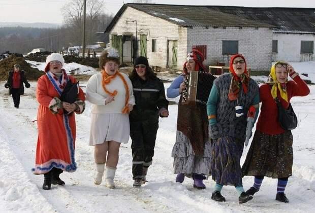 И снова можно выйти на свежий воздух и отпраздновать это дело широко и громко весело, деревня, интересно, новый год, село, юмор