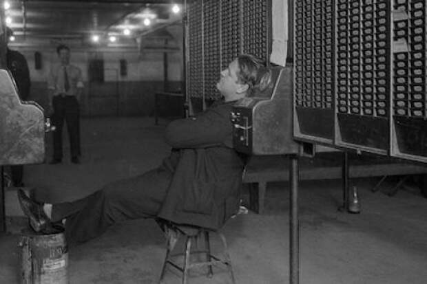 12 Jan 1937, Flint, Michigan, USA --- 1/12/1937-Flint, MI- The time clock holds no terror for this worker- he is a sit-down striker at the Fisher Body Plant, No. 1, at Flint, MI. --- Image by © Bettmann/CORBIS
