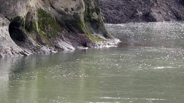 Три человека сорвались в горную реку в Адыгее