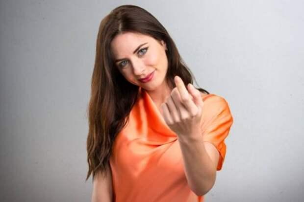 12 популярных унас жестов, из-за которых заграницей можно получить полицу
