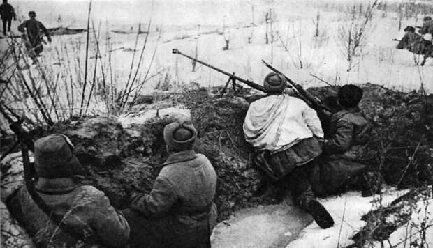 Как Сталин мотивировал воевать красноармейцев