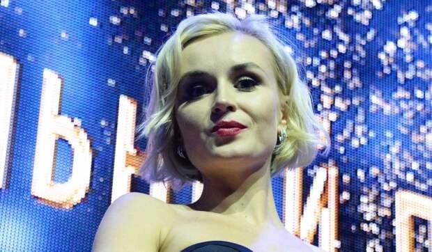 Выпала грудь: Гагарина сверкнула прелестями во время забав с Цискаридзе