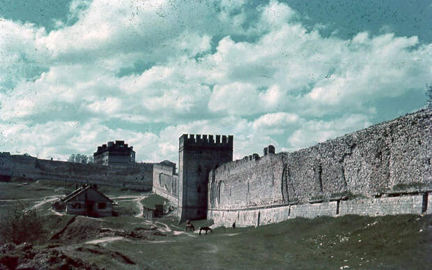 1942. Крепостная стена и Позднякова башня