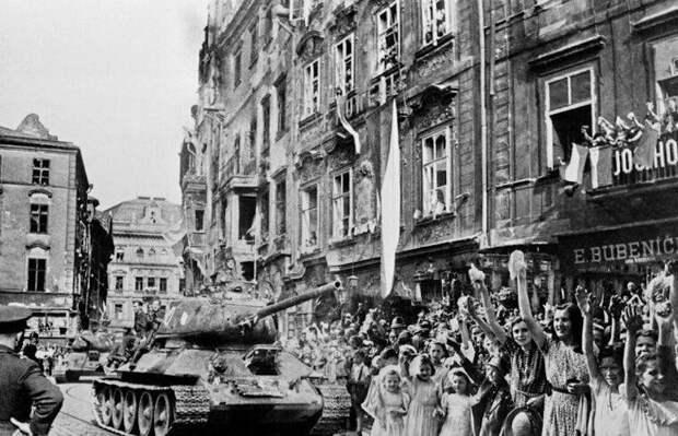 Как чехи встречали советских солдат в мае 1945 года