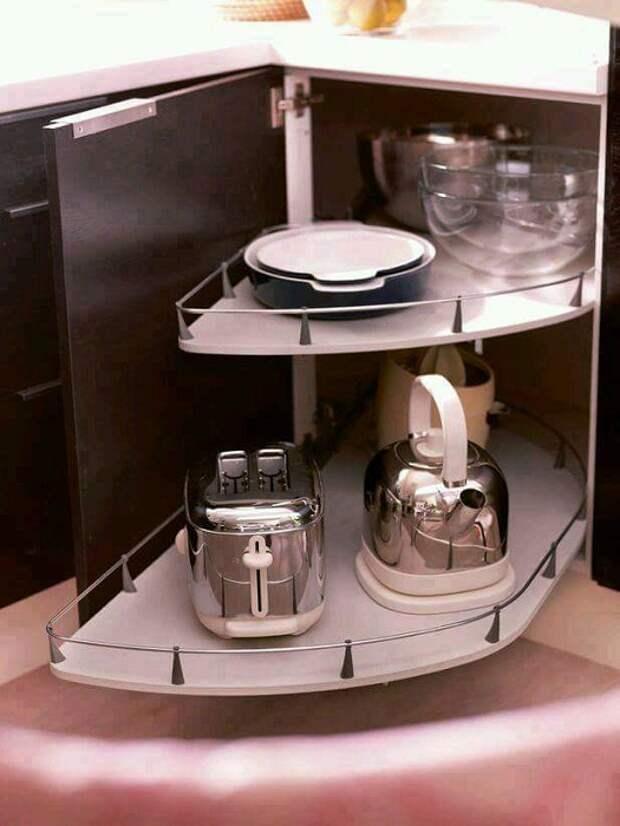 Прекрасный пример декорирования кухни при помощи скрытых пространств, что вдохновят и порадуют.