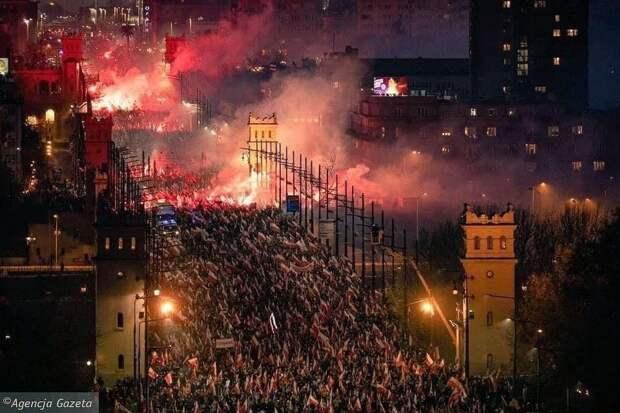 Почему митингует Польша: Объясняет наш человек в Варшаве Матеуш Пискорский