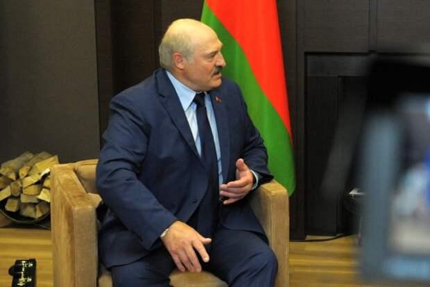 Лукашенко заявил о переговорах с Россией по поставкам С-400
