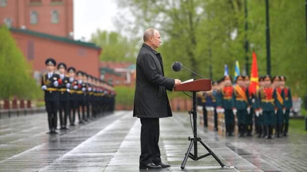 Путин и президент Таджикистана возложили венки к Могиле Неизвестного Солдата