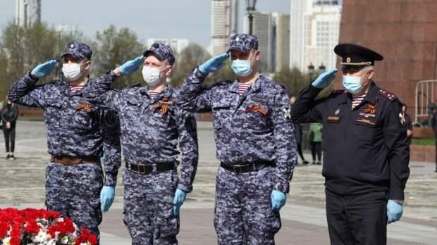 Сотрудники Росгвардии провели в Москве памятную акцию в преддверии Дня Победы