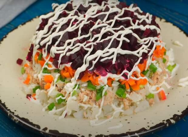Праздничный салат «Розовая паутинка»