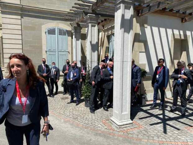 Американские журналисты устроили неразбериху на входе в Ла-Гранж