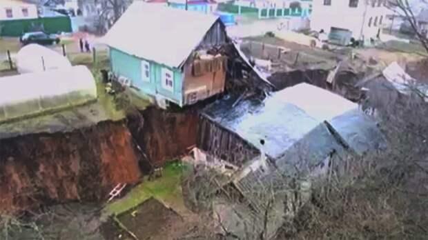В администрации Кстовского района назвали причину оползней в селе Караулово