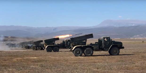 Стрельба артиллеристами Каспийской флотилии из РСЗО «Торнадо»