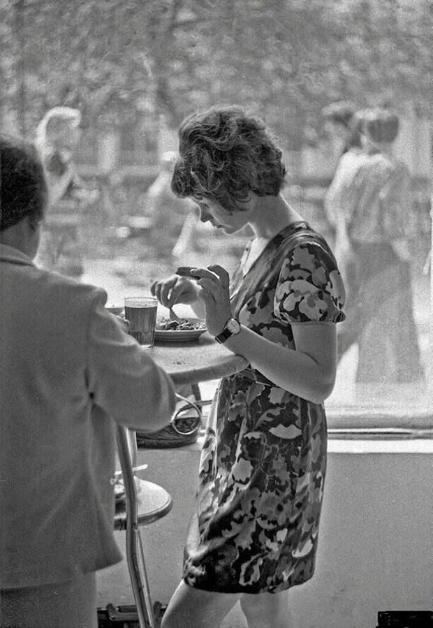 Девушка Кафе СССР