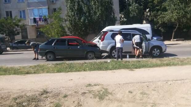 ДТП в Севастополе: «Лада» пыталась «подогнать» иномарку (фото)