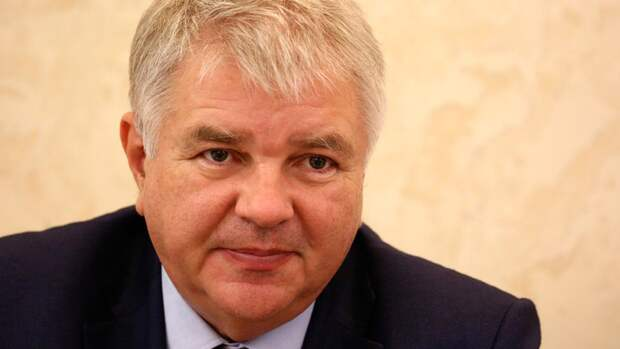 Посол РФ Мешков возложил цветы к памятнику в Париже в честь годовщины Победы