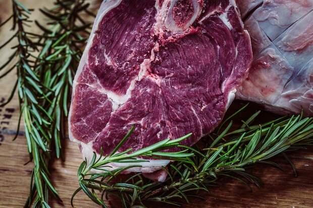 Чиновники оценили идею введения налога на мясо в России