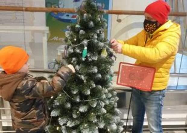 Новогодние игрушки в СВАО папы смастерили вместе с детьми