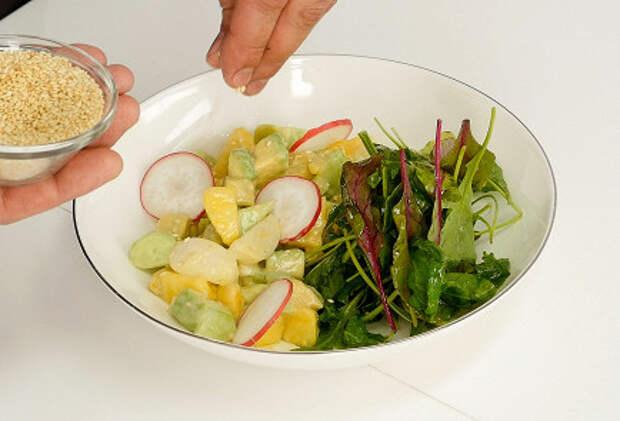 САЛАТНЫЙ ДЕНЬ. Салат из авокадо, персика и редиса