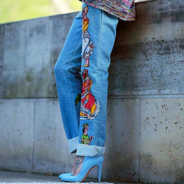 Декорированные джинсы на женщине. /Фото: fashionfuz.com