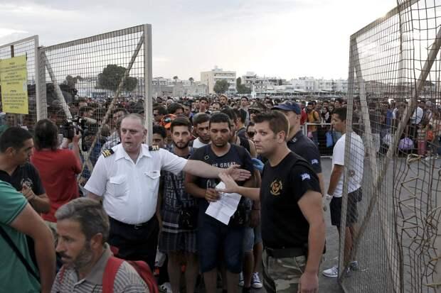 Нелегальные мигранты ринулись в Болгарию: число беженцев из Греции выросло в 12 раз
