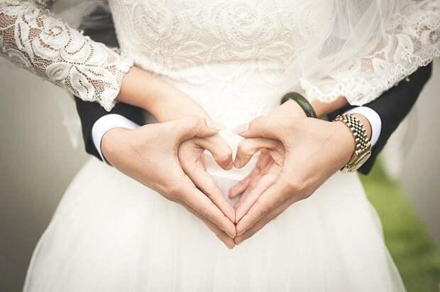 В центре «Мои документы» на проспекте Маршала Жукова стали заключать браки