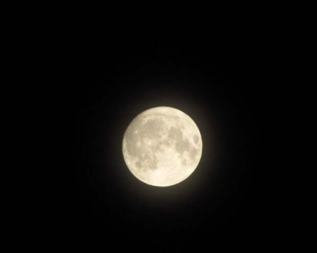 Фотограф детально рассмотрел Луну с Земли с помощью собственной камеры