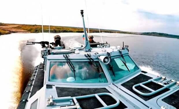 Новейшую скоростную десантно-штурмовую лодку впервые показали в действии