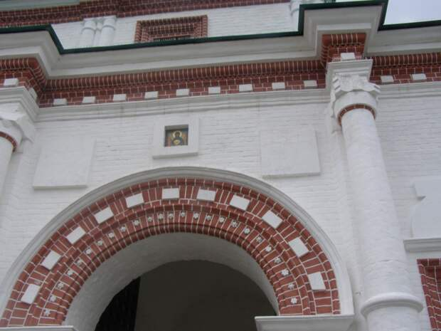 Прогулки по Коломенскому. Передние ворота.