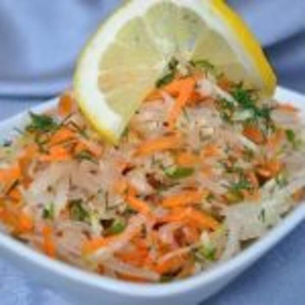 "Салат ""Фитнес"" из редьки зеленой с морковью."
