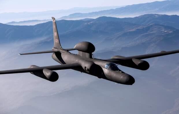 Модернизации сделала легендарный самолет-разведчик U-2 ретранслятором всистеме ABMS дляобмена тактической информацией ион связал истребители F-35 сЗРК Patriot всеть