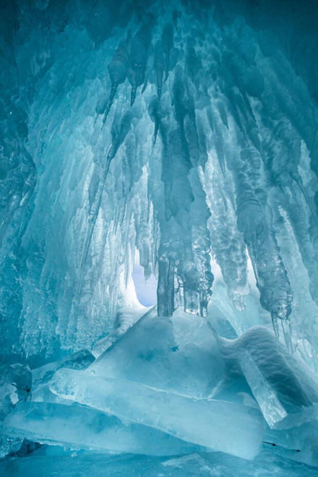 Зима на озере Байкал