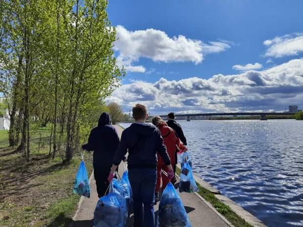 Молодежь Южнопортового собрала 40 мешков мусора на набережной Кожуховского затона