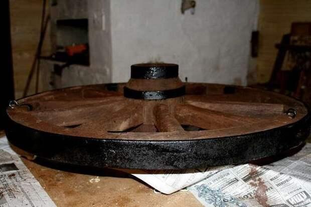 Люстра из колеса от телеги