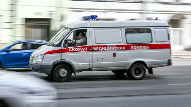 Спасатели вытащили из разбитой иномарки петербуржца с переломанными ногами