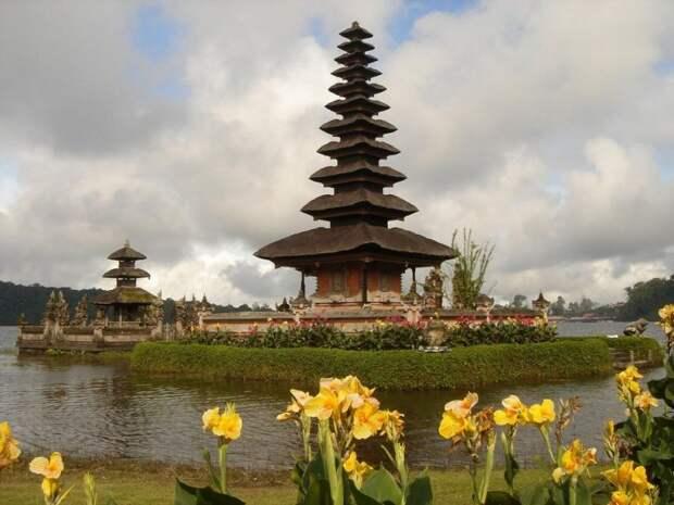 Индонезийское чудо: Пура Улун Дану Братан