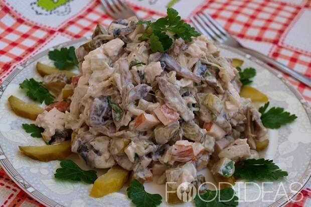 Салат с курицей и маринованными огурцами