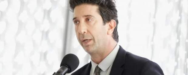 Дэвид Швиммер из сериала «Друзья» вспомнил о своей работе до актерской карьеры