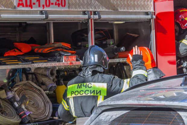 Из горящей сауны в Нововладыкинском пожарные вынесли человека