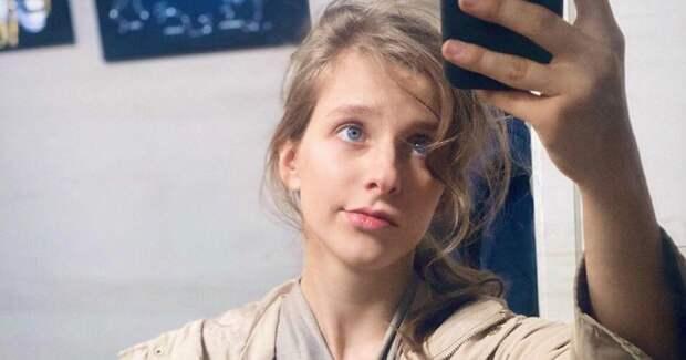 Лиза Арзамасова показала себя без макияжа на съемках сериала