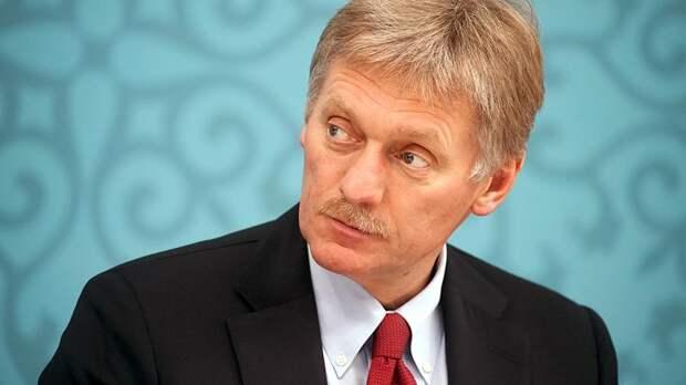 Песков прокомментировал ситуацию с порванным портретом Путина